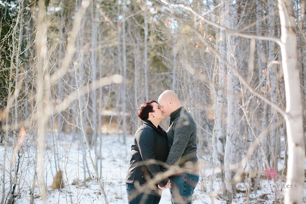 Kissing couple in Bend Oregon engagement photos