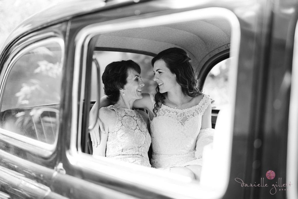Nestldown Wedding, Bride with mom in London Taxi