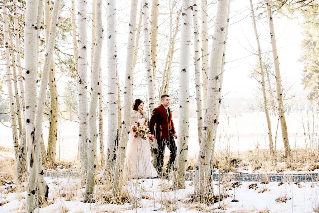 Bend Wedding photography. Black Butte Ranch Wedding photo. Winter Wedding photos in Central Oregon. Bride and Groom Wedding at Black Butte Ranch